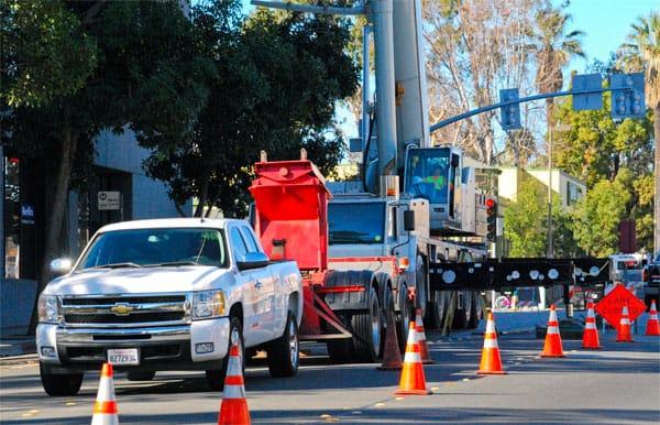 traffic-control-LA-hydro-crane